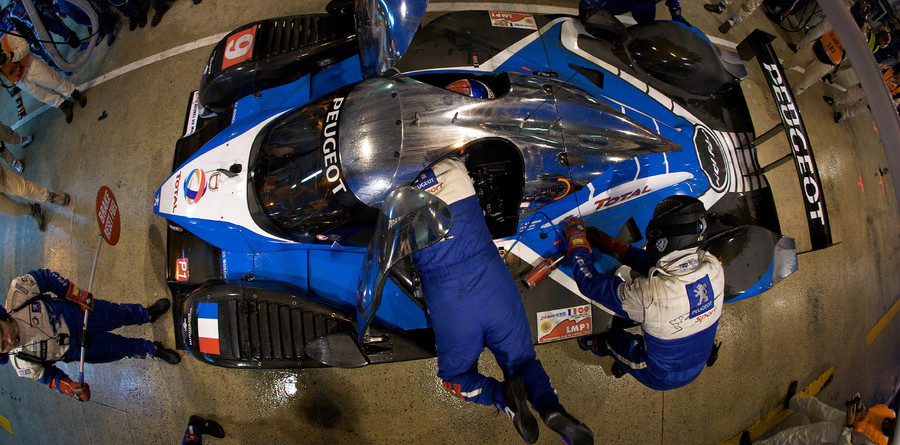 Wurz paces 24H at halfway point