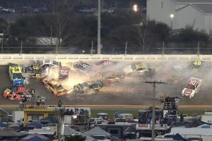 Daytona 500: Denny Hamlin siegt nach Massencrashs