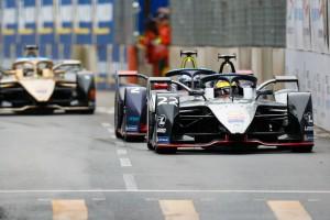 Kontaktsport Formel E: Rowland genießt die Härte