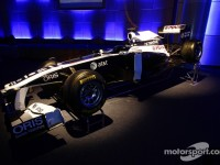 Williams goes online to unveil their 2011 FW33