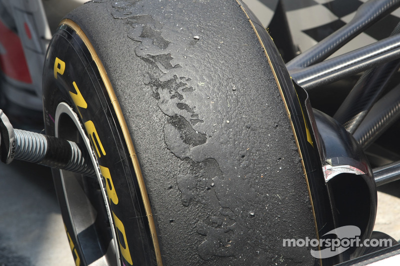 Vettel wins after tyre blister controversy
