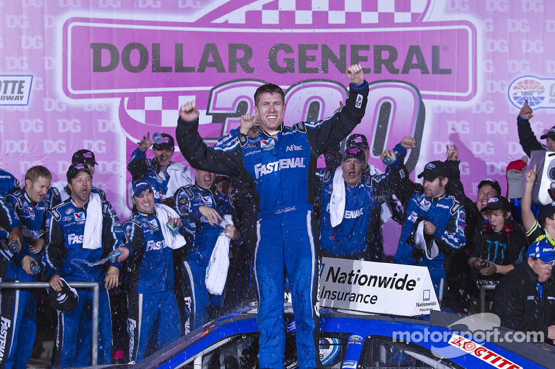 Edwards wins, Stenhouse keeps points lead at Charlotte
