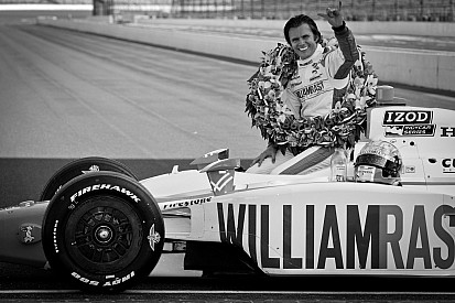 Dan Wheldon dies from crash at Las Vegas Motor Speedway