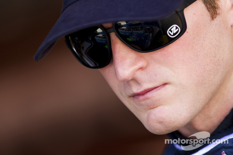 Kahne has successful knee surgery