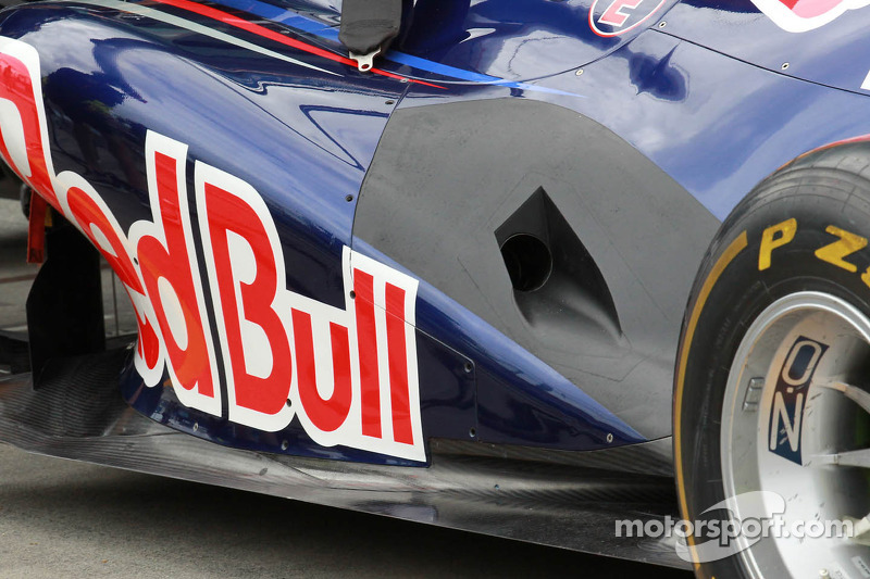 Mercedes suspects Red Bull using 'illegal trick' - report
