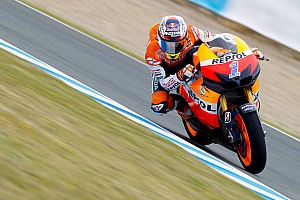MotoGP Stoner storms to maiden 1000cc victory at Jerez