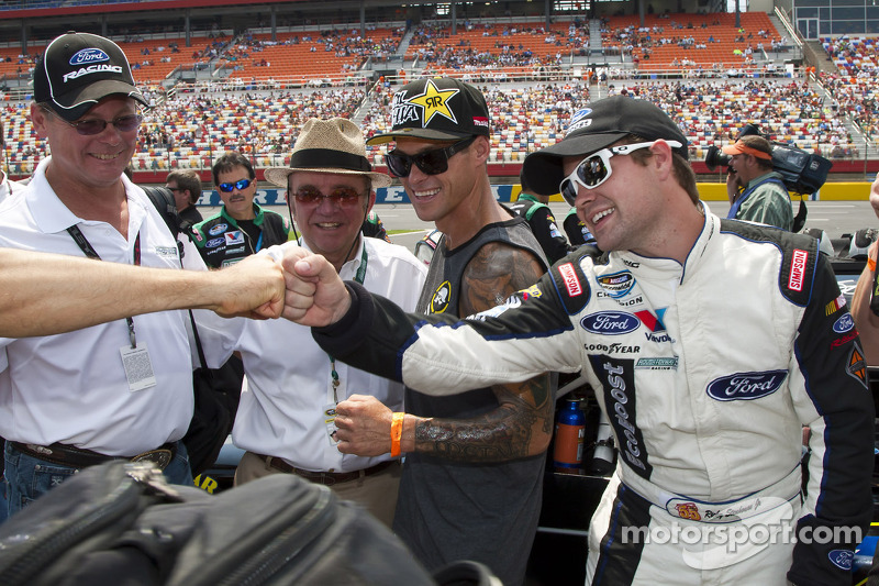 Stenhouse and Sadler 2012 battle for points hits the concrete