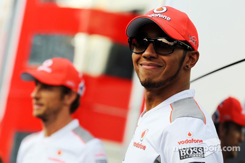 Mercedes eyes 'contingencies' amid Hamilton rumours