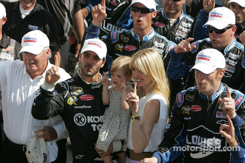 """We are a big family at Hendrick Motorsports"" - Johnson"