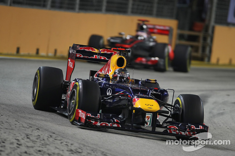 Red Bull wins under the lights of Singapore