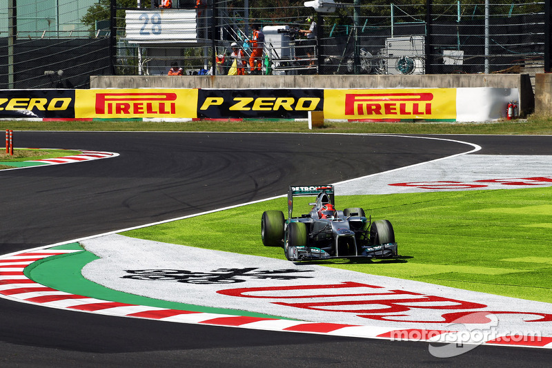 Rosberg chaged engine and Schumacher left the road on Suzuka Friday practice