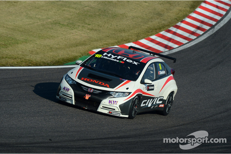 Tiago Monteiro back behind the wheel of the Honda Civic in China