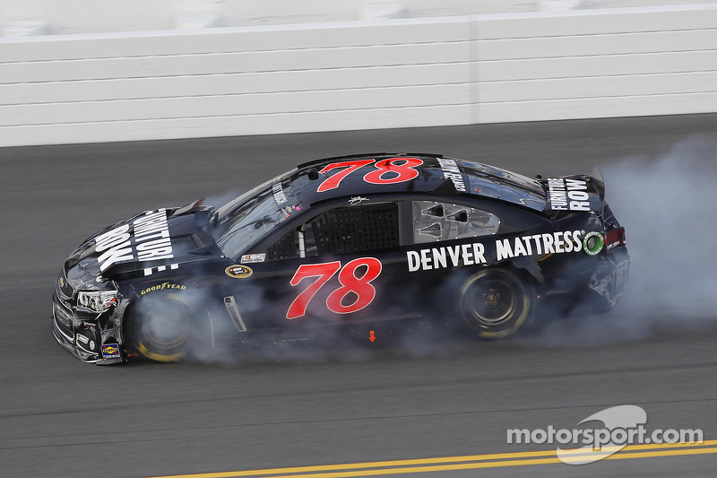 Five cars tangle early in Daytona Unlimited practice