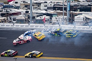NASCAR Cup Breaking news Bad luck continues for Edwards at Daytona, Kenseth goes out while leading