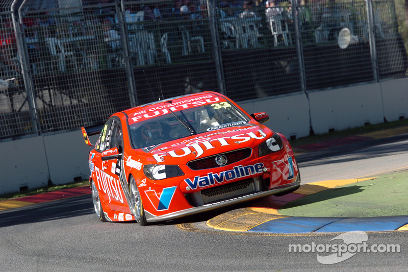McLaughlin steals V8 show in Auckland