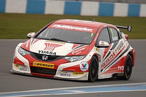 BTCC Qualifying report Shedden lands his first pole since 2011 season at Donington Park