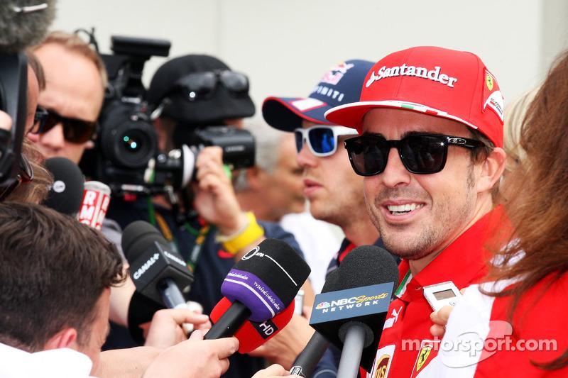 Photographer says Alonso smashed EUR 6,000 camera