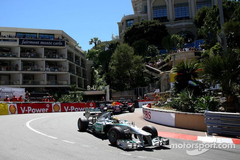 Hamilton identifies brakes as main problem