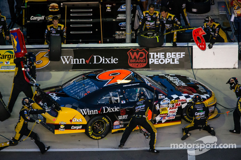 Bayne climbs to 6th place during chaotic race ending in Loudon