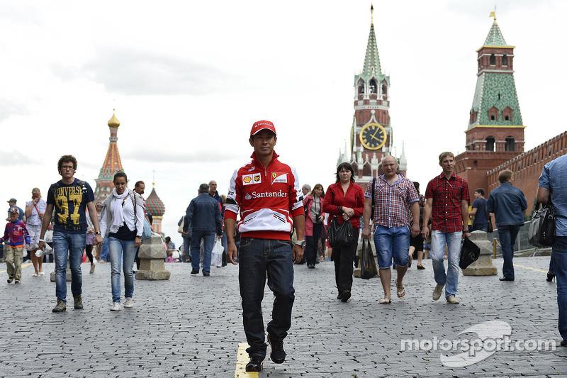 Kobayashi discovers Moscow