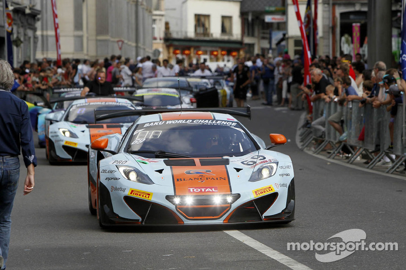 Spectacular parade launches the entries for 24 hour race in Belgium