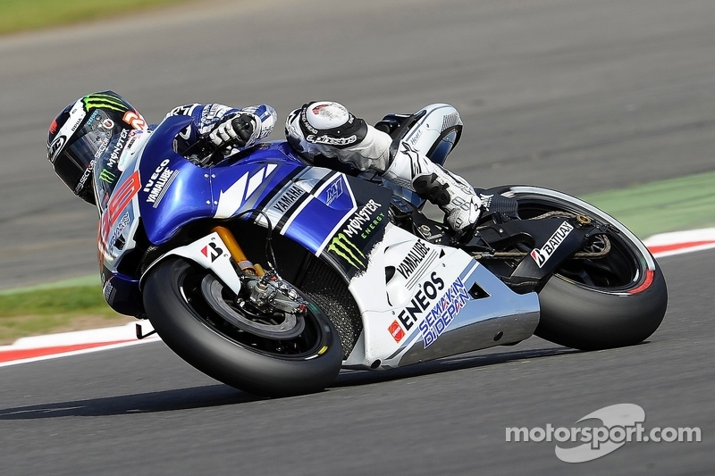 Lorenzo duels in dramatic Silverstone qualifying