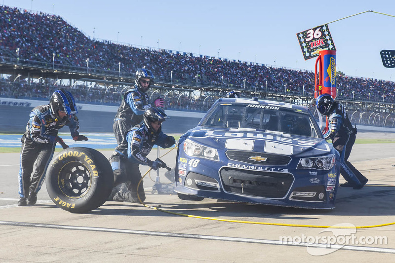 "Jimmie Johnson ""drops like a rock"" but leaves Talladega with points lead"