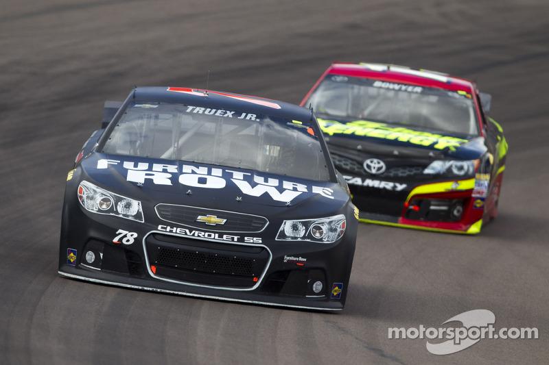 Grip issues drop Truex Jr. to 22nd in Phoenix race