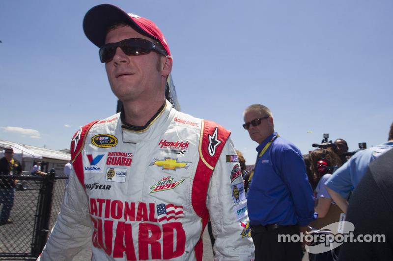 Dale Earnhardt Jr. vs. Charles Barkley... in go-karts