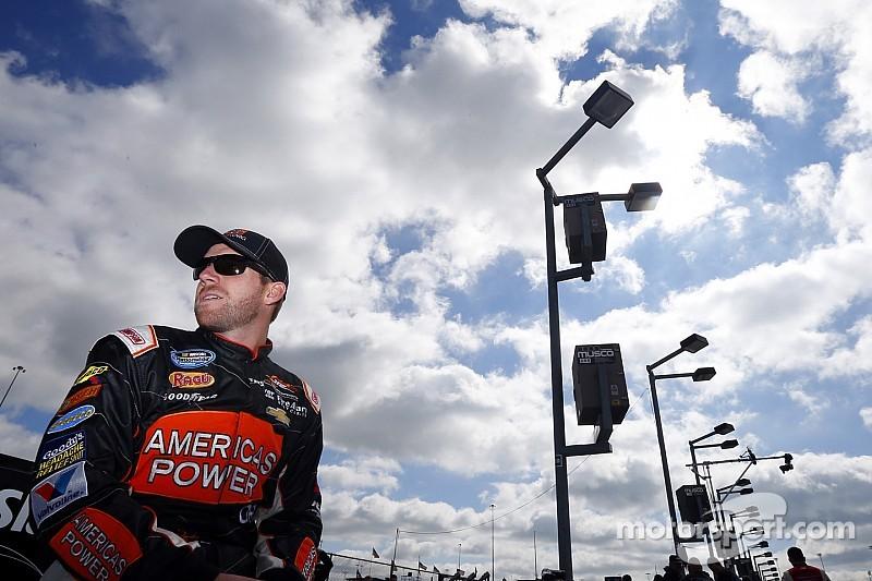 Regan Smith renews with JR Motorsports