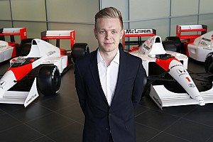 Formula 1 Breaking news Magnussen can win titles after 2015 'pause' - Dennis