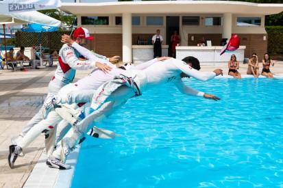 "Pool-Party in Misano: Rast opfert Handy für ""tollen Moment"""