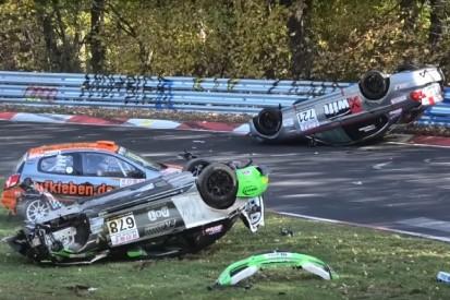 Horrorcrash am Nürburgring: BMW fliegt meterhoch durch die Luft