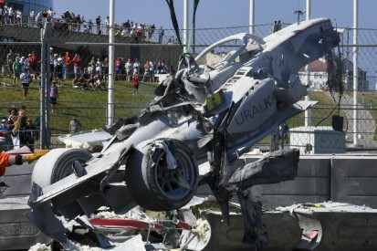 """Rennleiter über Formel-2-Crash: """"Ein Feuer ist nie gut"""""""