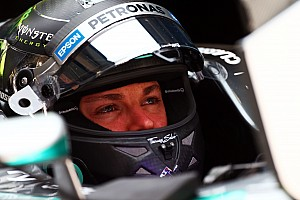 Formule 1 Résumé d'essais Rosberg laisse s'intercaler du monde entre Hamilton et lui