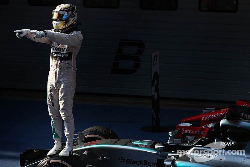 Hamilton cruises to Chinese GP victory