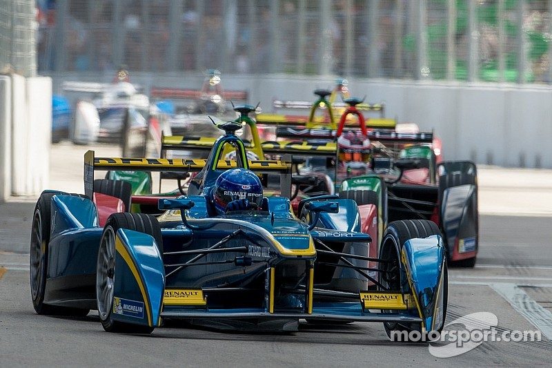 В машинах Формулы Е усовершенствуют подвеску и тормоза