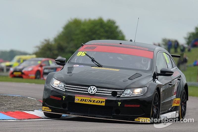 Platón y Smith dominan en Thruxton