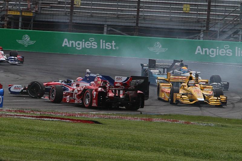 Vidéo - Le carambolage au départ du GP d'Indy
