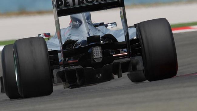Clamoroso: anche la Mercedes fa soffiare gli scarichi!