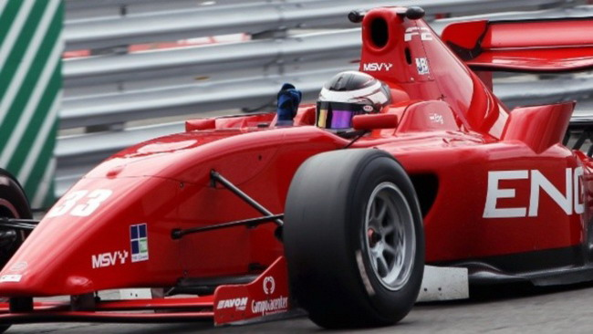 Philipp Eng conquista in gara 2 a Brands Hatch