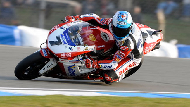 Checa va in Superpole anche a Donington