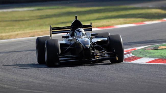 Venturini conquista la prima pole del 2011