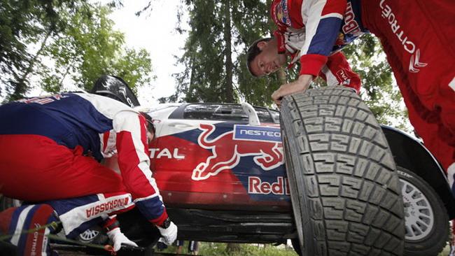 Finlandia, PS17: Ogier fora, Loeb ne approfitta