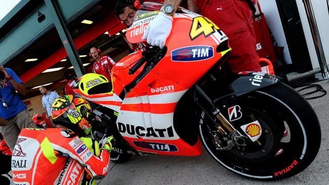 Valentino prova la Ducati con il telaio in alluminio!