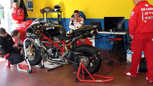 Canepa e il Team Ducati Roma al lavoro a Vallelunga