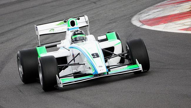 Mihai Marinescu conquista la pole al Nurburgring