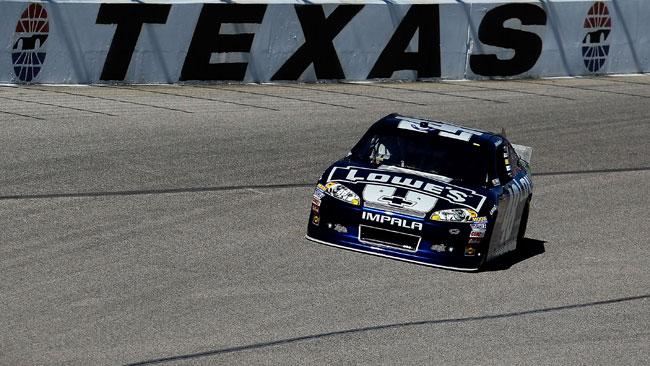 Jimmie Johnson si prende la pole al Texas Speedway