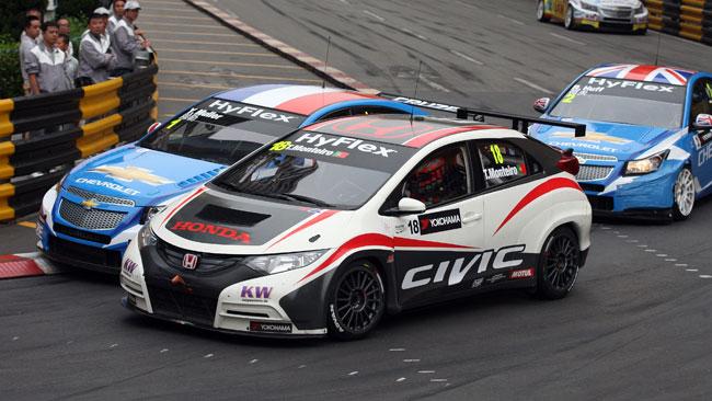 Primo podio della Honda Civic con Monteiro