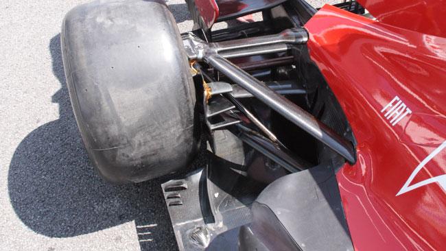 Ferrari: cambia la pinna della presa dei freni
